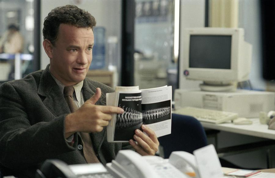 still-of-tom-hanks-in-the-terminal-(2004)-large-picture