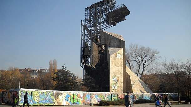 1300_monument